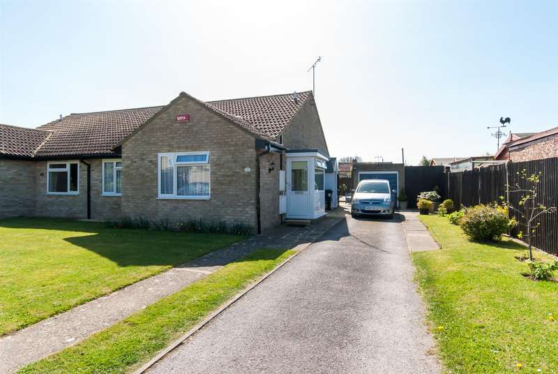 2 Bedrooms Semi Detached Bungalow for sale in Park Avenue, Birchington