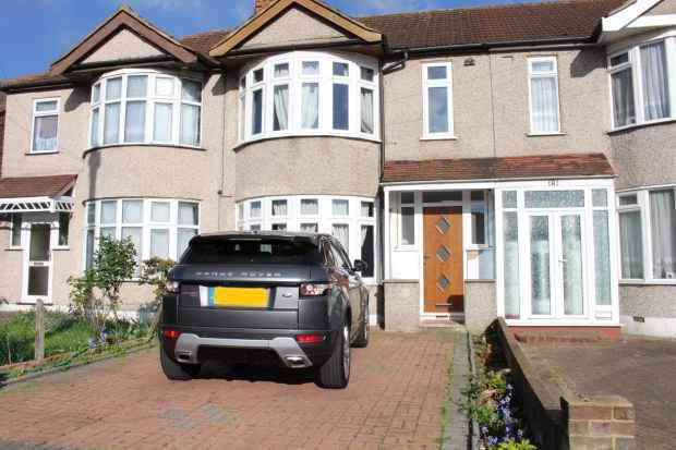 3 Bedrooms Terraced House for sale in Abbs Cross Lane, Hornchurch, Essex, RM12 4YQ