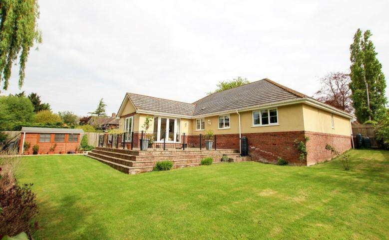 4 Bedrooms Detached Bungalow for sale in 19B Durleigh Road, Bridgwater TA6