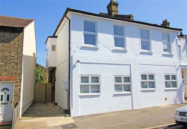 3 Bedrooms Semi Detached House for sale in Sanderstead Road, South Croydon