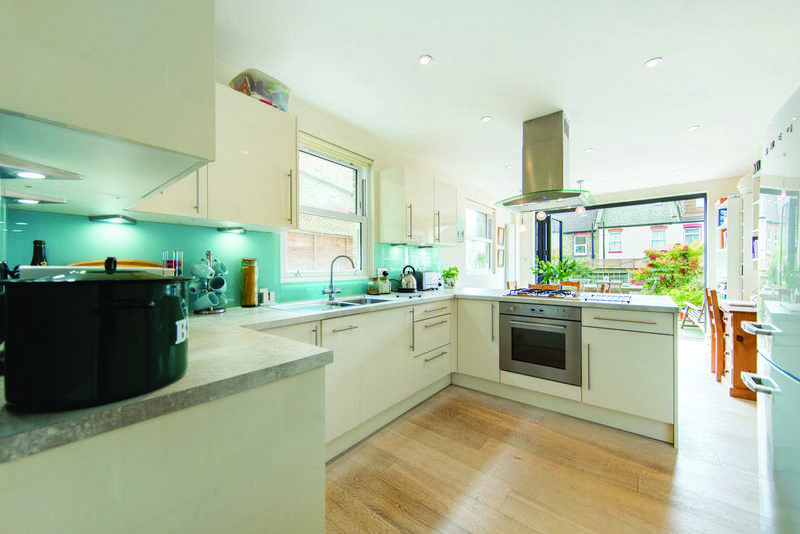 3 Bedrooms Terraced House for sale in Credenhill Street, SW16