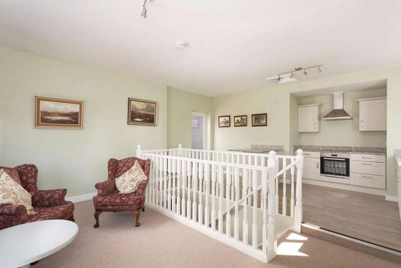 2 Bedrooms Semi Detached House for sale in Main Street, Escrick, York