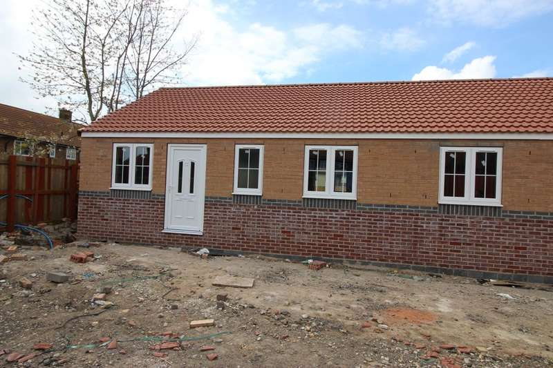 2 Bedrooms Semi Detached Bungalow for sale in Byron Close, Dinnington, Sheffield, S25