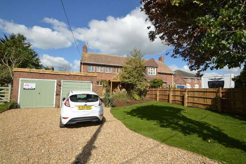 3 Bedrooms Semi Detached House for sale in Little Sutton Lane, Langley, SL3