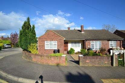 2 Bedrooms Bungalow for sale in Chelmsford, Essex