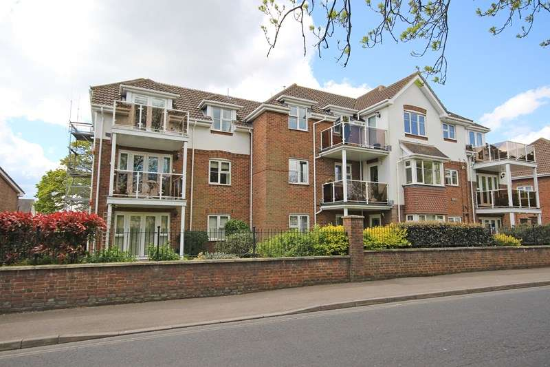3 Bedrooms Flat for sale in Whitefield Road, New Milton
