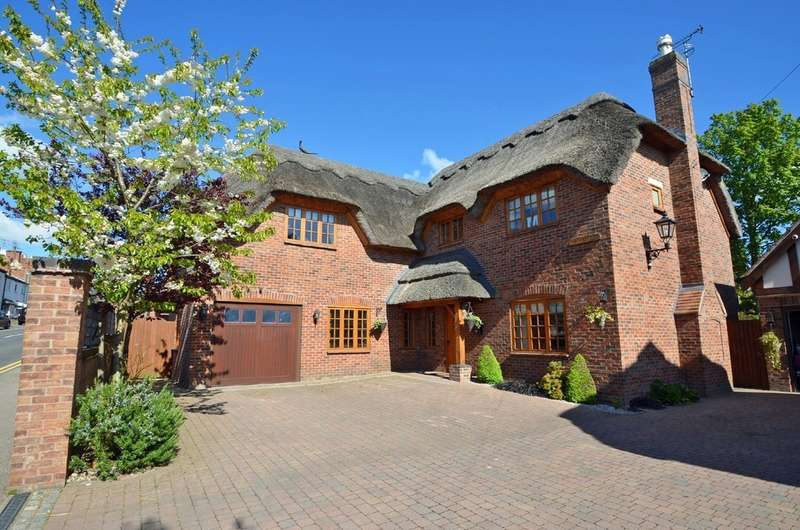 4 Bedrooms Detached House for sale in Daventry Road, Dunchurch