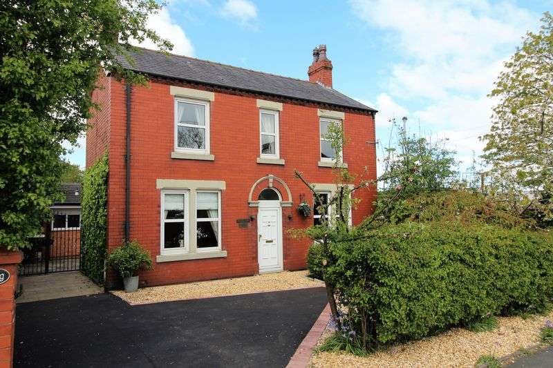3 Bedrooms Detached House for sale in Station Road, Little Hoole, Longton.