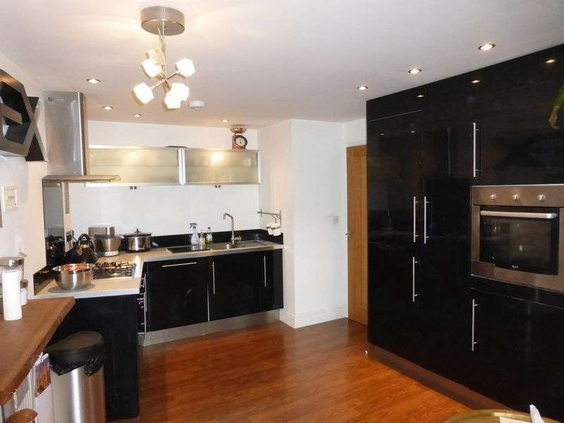 2 Bedrooms Flat for sale in High Street, Yeovil