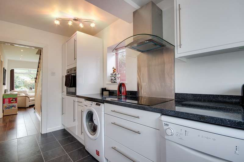 3 Bedrooms End Of Terrace House for sale in Butt Row, Leeds, West Yorkshire, LS12