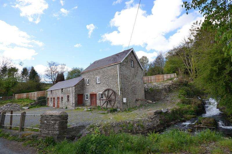 3 Bedrooms Mill Character Property for sale in Trewen Mill and Stables , Lon Drewen, Cwm Cou, Newcastle Emlyn, Ceredigion. SA38 9PB