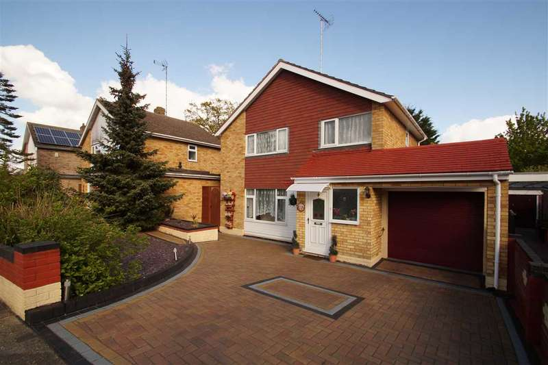 3 Bedrooms Detached House for sale in Booth Avenue, Colchester