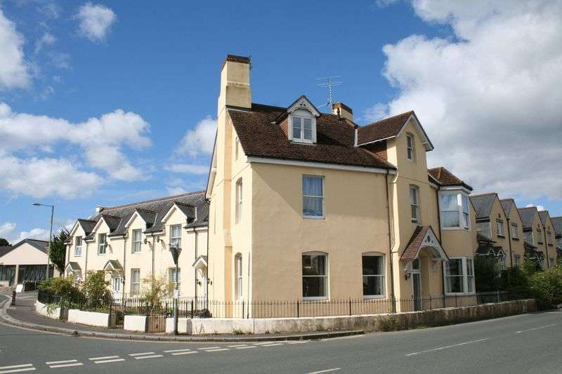 2 Bedrooms Flat for sale in Dartmoor Court, Bovey Tracey