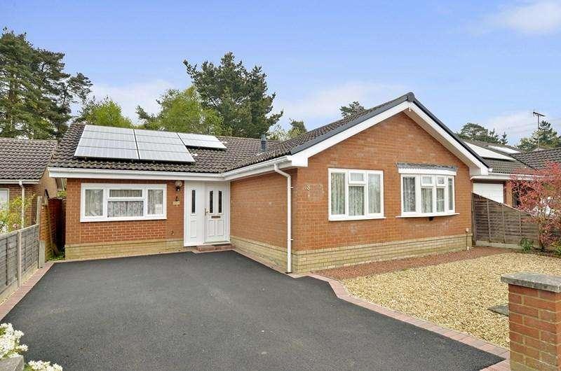 4 Bedrooms Detached Bungalow for sale in Lavender Close, Verwood