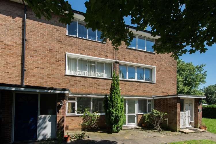 2 Bedrooms Maisonette Flat for sale in Lyme Farm Road Lee SE12