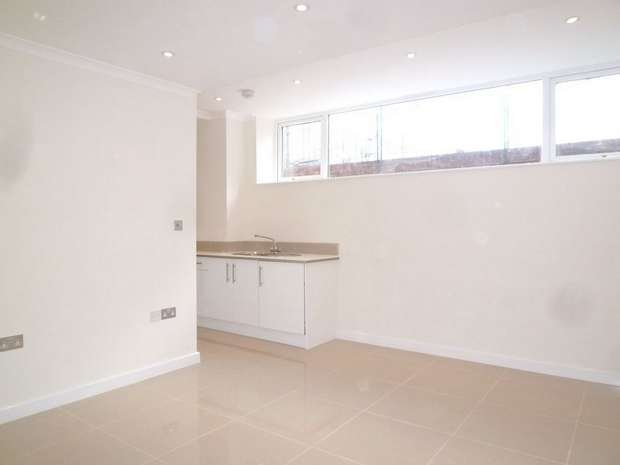2 Bedrooms Flat for sale in Connaught Towers, 682-684 London Road, Thornton Heath, Surrey