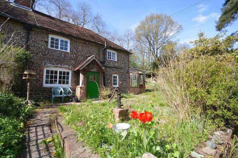 2 Bedrooms Semi Detached House for sale in Bohemia Cottages, Georges Lane, Storrington, RH20