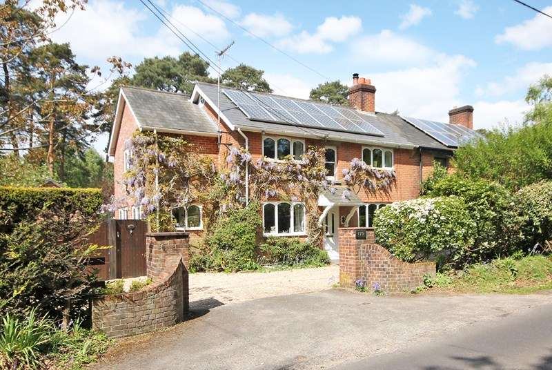 4 Bedrooms Semi Detached House for sale in Burley Road, Bransgore, Christchurch