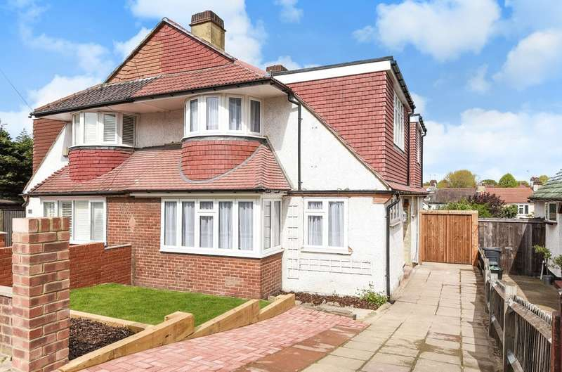 4 Bedrooms Semi Detached House for sale in Treewall Gardens, Bromley