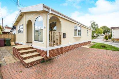 3 Bedrooms Mobile Home for sale in Sunningdale Park, New Tupton, Chesterfield, Derbyshire