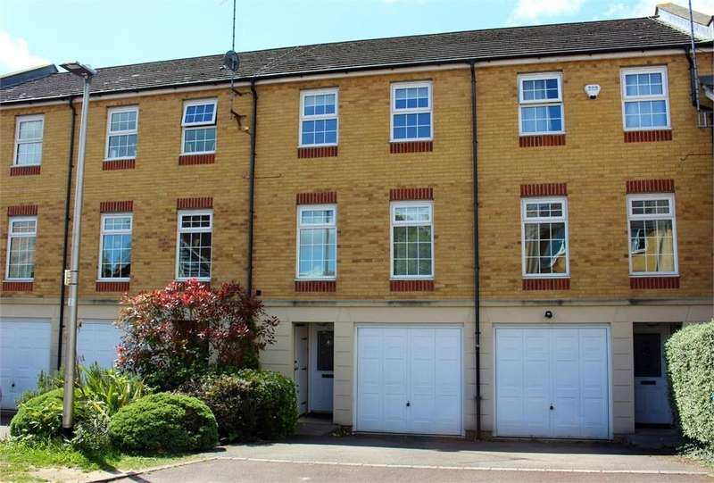 3 Bedrooms Town House for sale in Somerville Rise, Bracknell, Berkshire