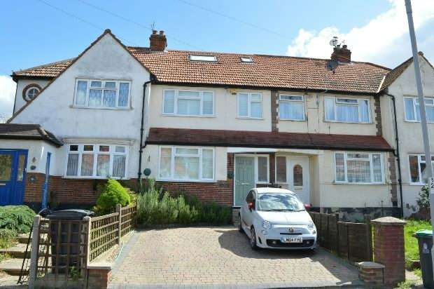4 Bedrooms Terraced House for sale in Hartfield Road, Chessington