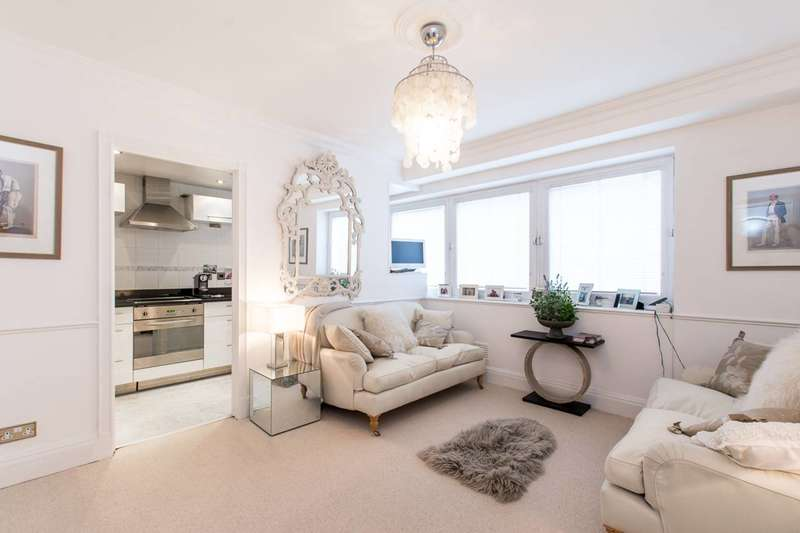2 Bedrooms Flat for sale in Hans Crescent, Knightsbridge, SW1X