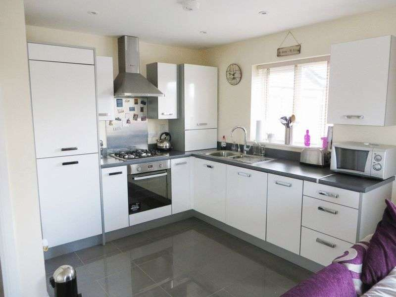 2 Bedrooms Flat for sale in Old College Avenue, Oldbury