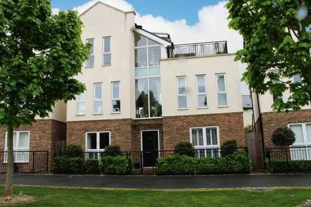 4 Bedrooms Detached House for sale in Liverymen Walk, Greenhithe, Kent, DA9 9GZ
