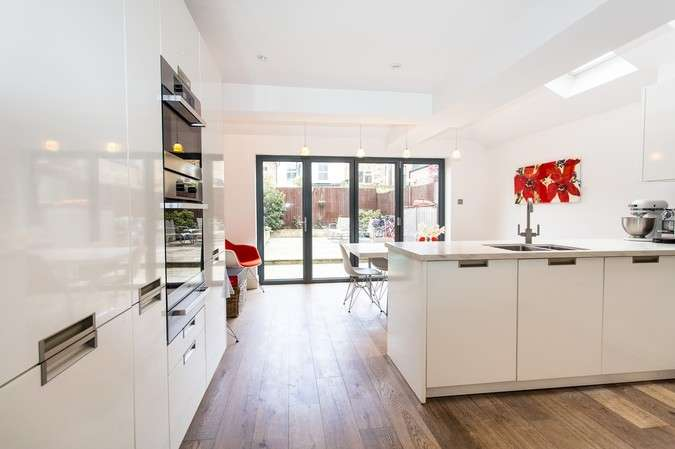 3 Bedrooms Terraced House for sale in Binns Road, Chiswick