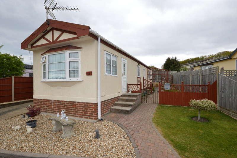 2 Bedrooms Detached House for sale in Woodlands Park, Hordle