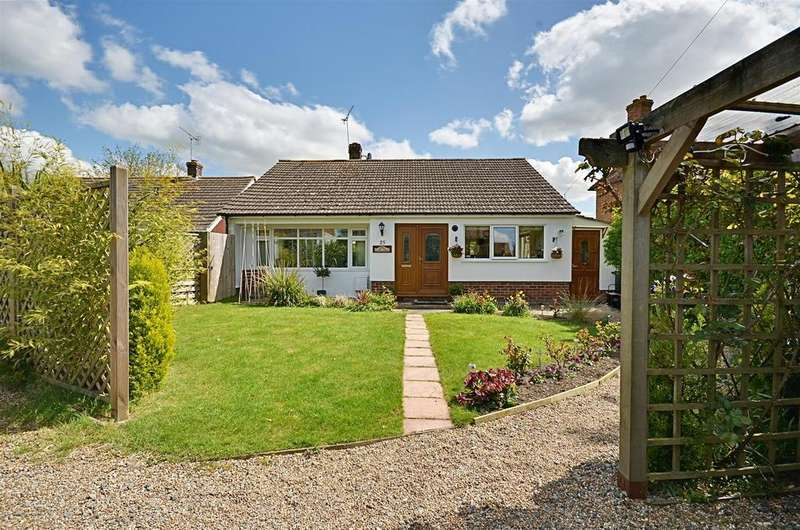 2 Bedrooms Bungalow for sale in High Street Rolvenden