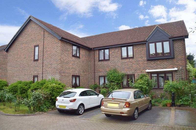1 Bedroom Retirement Property for sale in Onslow Mews, Chertsey, KT16 9HQ