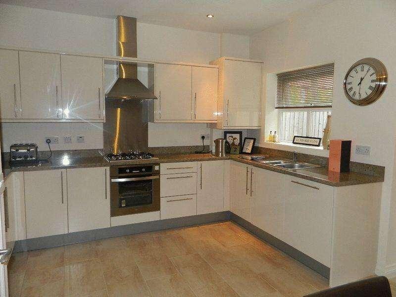 3 Bedrooms Terraced House for sale in Castlefields, Rhuddlan