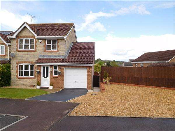 3 Bedrooms Detached House for sale in St Stephens Court, Caldicot
