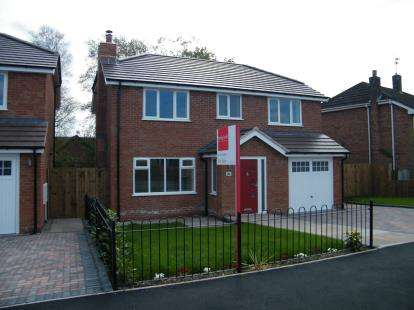 4 Bedrooms Detached House for sale in Spinney Drive, Weston, Crewe, Cheshire