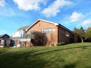3 Bedrooms Bungalow for sale in Clovelly Drive, Minster on Sea, Sheerness