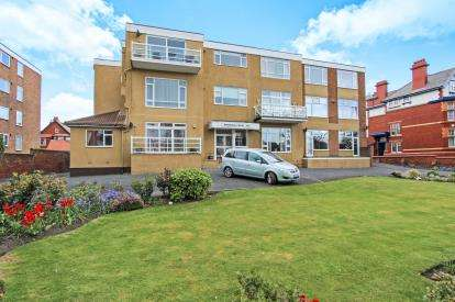 3 Bedrooms Flat for sale in Whitehall Court, 295 Clifton Drive South, Lytham St. Annes, Lancashire, FY8