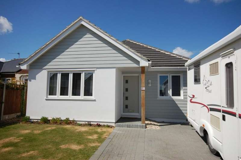 2 Bedrooms Detached Bungalow for sale in Daimler Avenue, Studd Hill, Herne Bay
