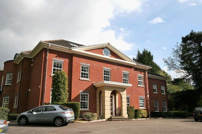 2 Bedrooms Flat for sale in First floor apartment in one of Cheadle's most prestigious properties