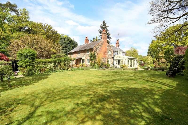 4 Bedrooms Detached House for sale in Frensham, Farnham, Surrey, GU10