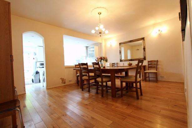 3 Bedrooms House for sale in Dartmouth Road,NW4