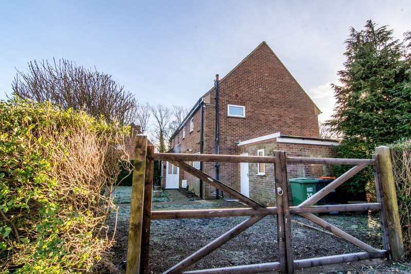 3 Bedrooms Semi Detached House for sale in Common road, Kensworth, Herefordshire, LU6