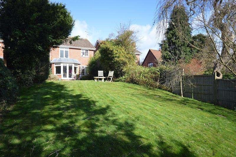 4 Bedrooms Detached House for sale in Riverside Gardens, Old Woking, Woking, Surrey. GU22 9LJ