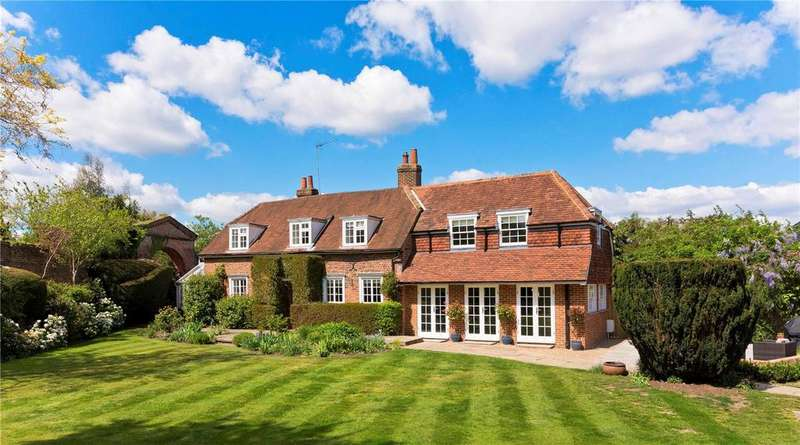 5 Bedrooms Detached House for sale in More Lane, Esher, Surrey, KT10