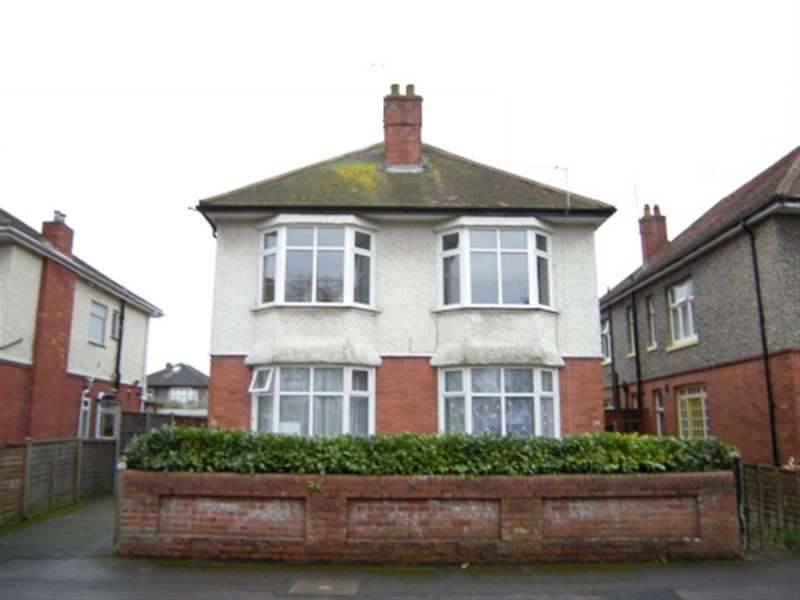 3 Bedrooms Flat for rent in Chigwell Road, Charminster, Bournemouth