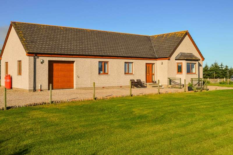3 Bedrooms Bungalow for sale in Dunbeath, Caithness, Highland, KW6 6EJ