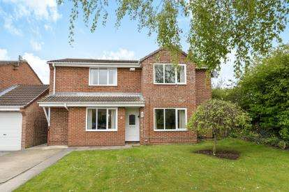 4 Bedrooms Detached House for sale in Coulson Close, Yarm, Durham