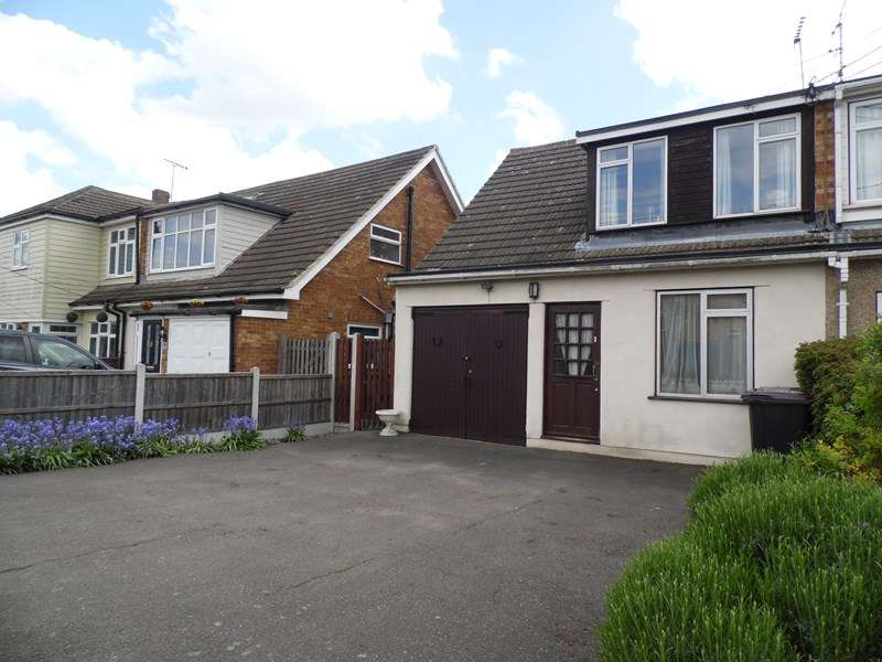 3 Bedrooms Semi Detached House for sale in Burnham Road, Hullbridge