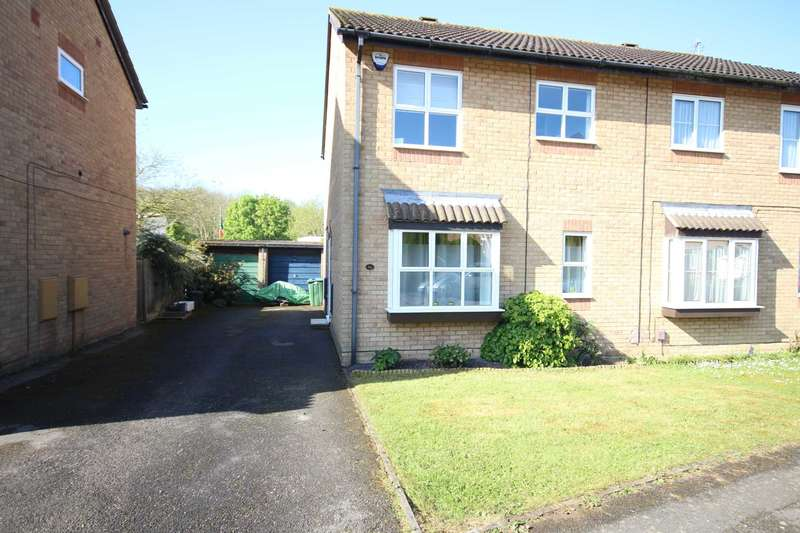 3 Bedrooms Semi Detached House for sale in Isis Close, Hawkslade